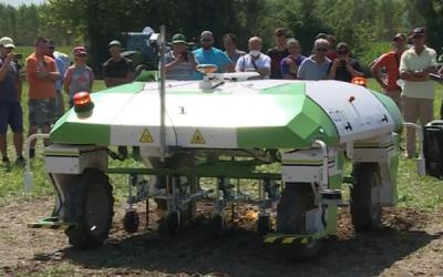 La tecnologia per la sostenibilità: presentato Dino, il primo drone terrestre per il controllo delle malerbe
